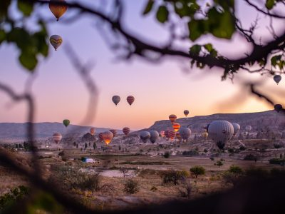 flying-hot-air-balloons-3102821